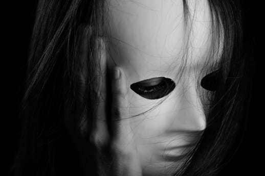 Leven met een masker of je 'naakte gezicht' laten zien?
